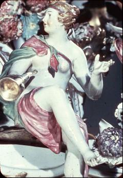 Detail: sitzende weibliche Figur, Aufn. Cürlis, Peter, 1943/1945
