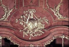 Detail: Gruppe von astronomischen Gegenständen über demBücherschrank der Nordostwand, Aufn. Cürlis, Peter, 1943/1945