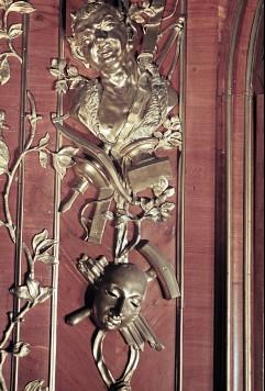 Detail: Bildhauerwerkzeuge und eine Büste am rechten Paneelder Südostwand, Aufn. Cürlis, Peter, 1943/1945