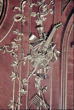 Detail: Gruppe von Musikinstrumenten am rechten Paneel derNordwestwand, Aufn. Cürlis, Peter, 1943/1945