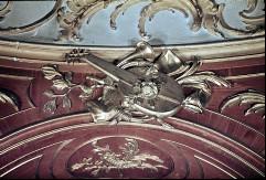 Detail: Gruppe von Musikinstrumenten oberhalb der Nische inder Westwand, Aufn. Cürlis, Peter, 1943/1945