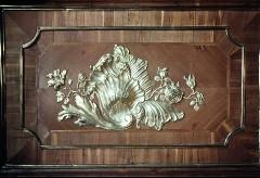 Detail: Paneelfeld mit Muschel- und Blumenornamentik an der unteren Füllung der Tür der Westwand, Aufn. Cürlis, Peter, 1943