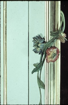 Detail: Blumen an einem Spiegelrahmen, Aufn. Cürlis, Peter, 1943