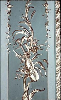 Detail: Geige mit Bogen am Paneel der Nordwand, Mitte, Aufn. Cürlis, Peter Cürlis, Peter, 1943